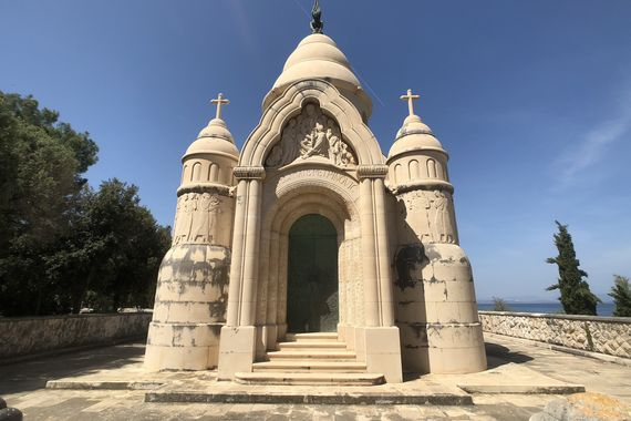Mausoleum Supetar © TellyVision /  Adobe Stock